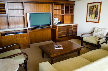 1 Bedroom Oceanfront Molokai Suite