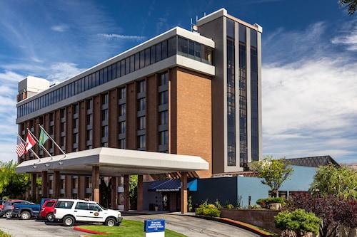 . Coast Wenatchee Center Hotel