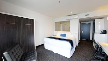 Comfort Room, City View, Ground Floor (1 Queen & 1 Double)
