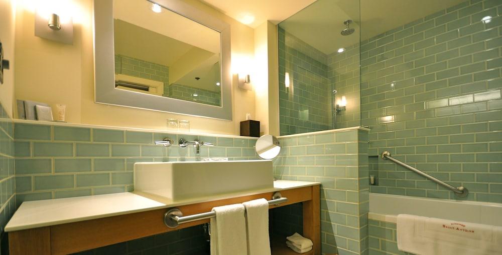 https://i.travelapi.com/hotels/1000000/40000/36500/36480/0bb4fb00_z.jpg