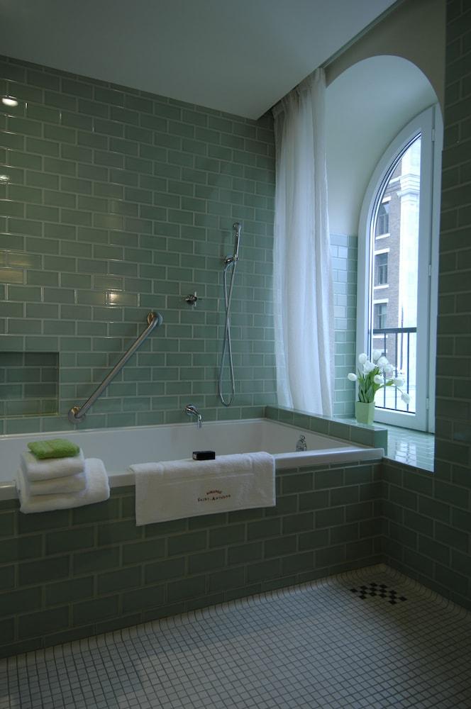 https://i.travelapi.com/hotels/1000000/40000/36500/36480/46ab1cfd_z.jpg