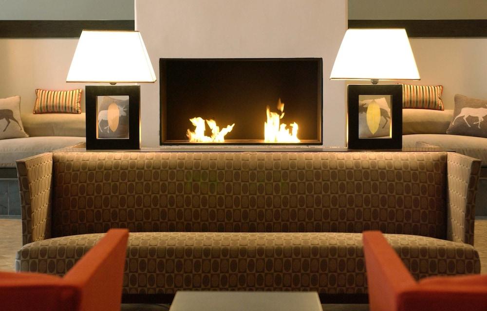 https://i.travelapi.com/hotels/1000000/40000/36500/36480/523ff255_z.jpg