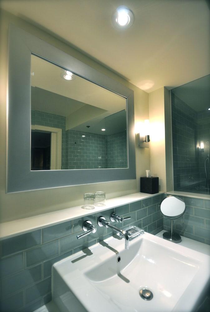 https://i.travelapi.com/hotels/1000000/40000/36500/36480/5a8e7b9c_z.jpg