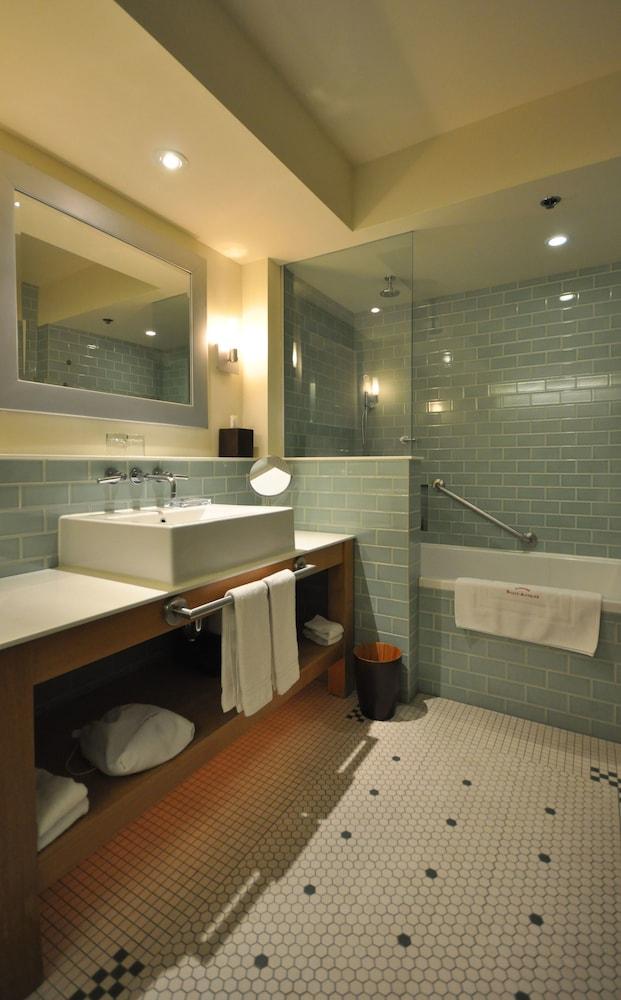 https://i.travelapi.com/hotels/1000000/40000/36500/36480/6baac15a_z.jpg