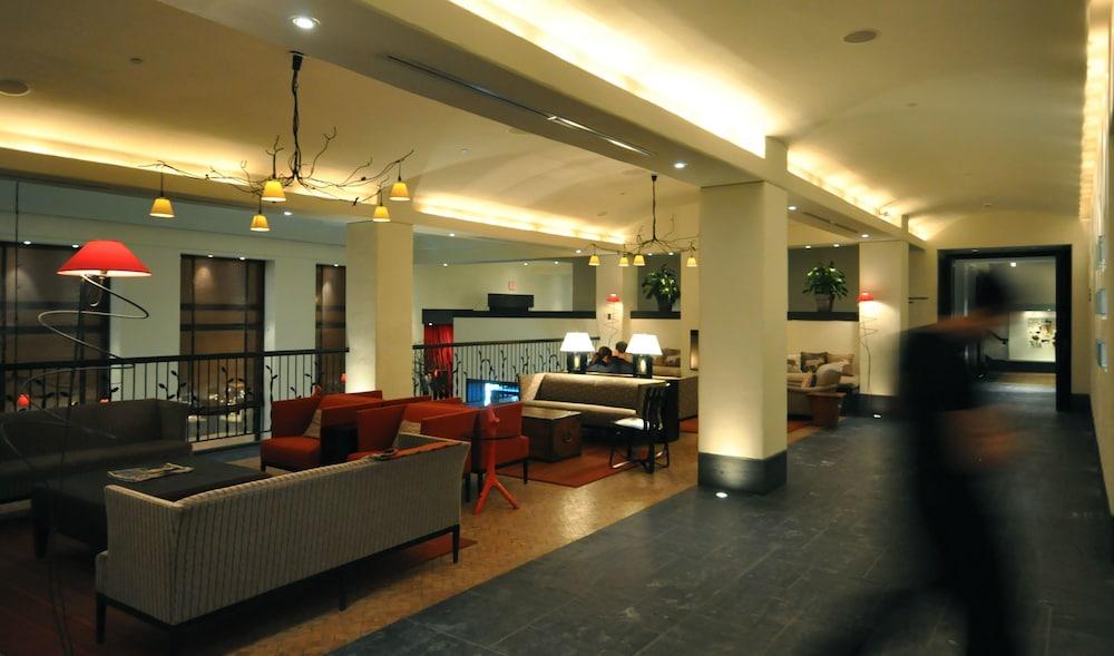 https://i.travelapi.com/hotels/1000000/40000/36500/36480/8e96c4d0_z.jpg