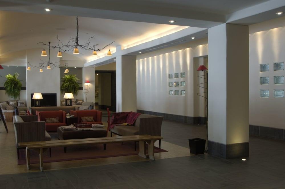 https://i.travelapi.com/hotels/1000000/40000/36500/36480/a2b1196f_z.jpg