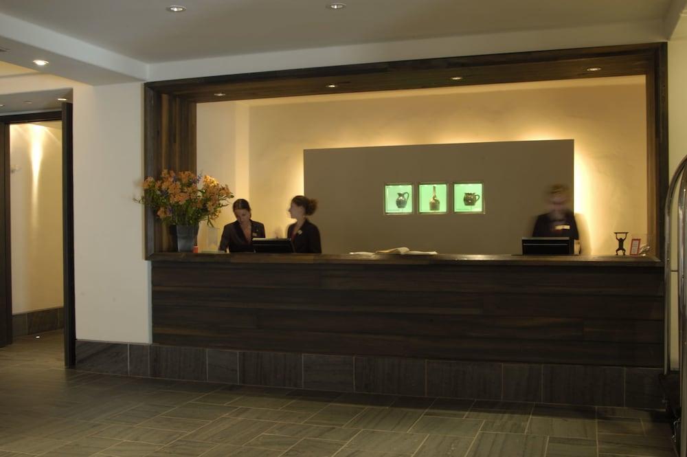 https://i.travelapi.com/hotels/1000000/40000/36500/36480/bf9f3f4d_z.jpg