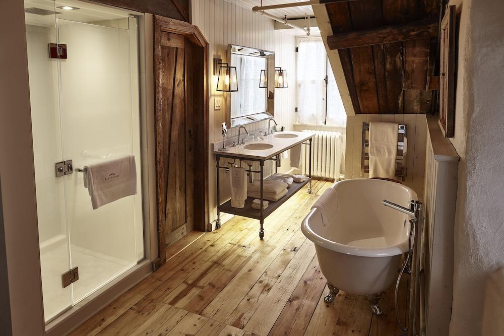https://i.travelapi.com/hotels/1000000/40000/36500/36480/dac4e6c2_z.jpg