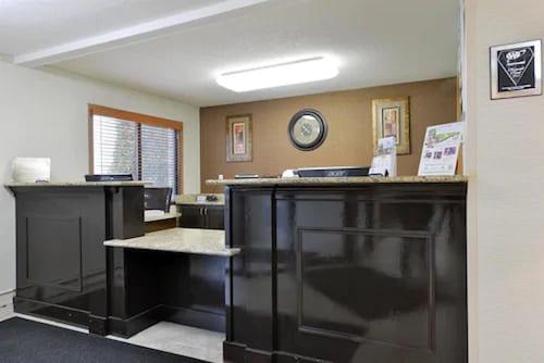 . Americas Best Value Inn & Suites Bismarck