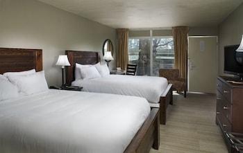 Inn Room, 2 Queen Beds, Courtyard View