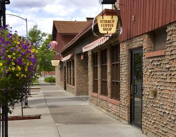 Dude Rancher Lodge