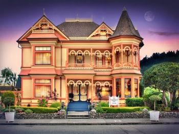 Gingerbread Mansion Inn photo