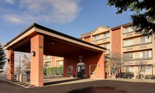 . Phoenix Inn Suites - Lake Oswego