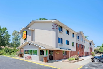 Super 8 by Wyndham Chesapeake/Portsmouth photo