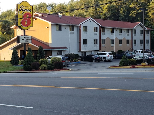 . Super 8 by Wyndham Martinsville VA