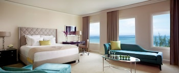 Junior Suite, 1 King Bed, Pool View