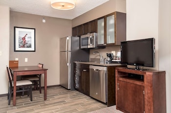 Suite, Accessible, Non Smoking (Mobility & Hearing, Roll-in Shower)