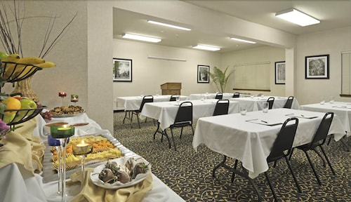 Holiday Inn Express & Suites Tulare, Tulare