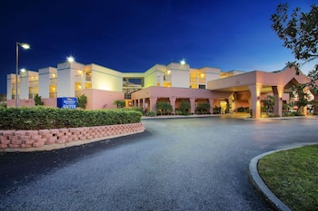 Hotel - Baymont by Wyndham Tampa Near Busch Gardens