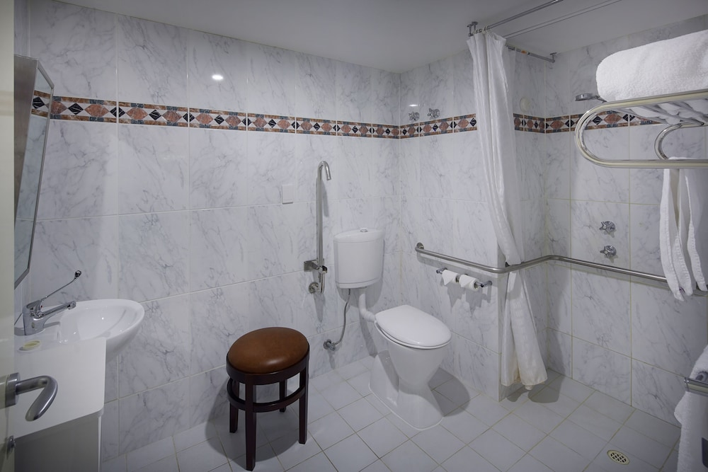 파고다 리조트 & 스파(Pagoda Resort & Spa) Hotel Image 25 - Bathroom