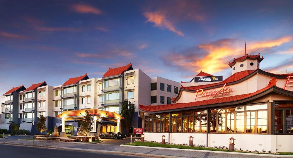 파고다 리조트 & 스파(Pagoda Resort & Spa) Hotel Image 44 - Hotel Front - Evening/Night