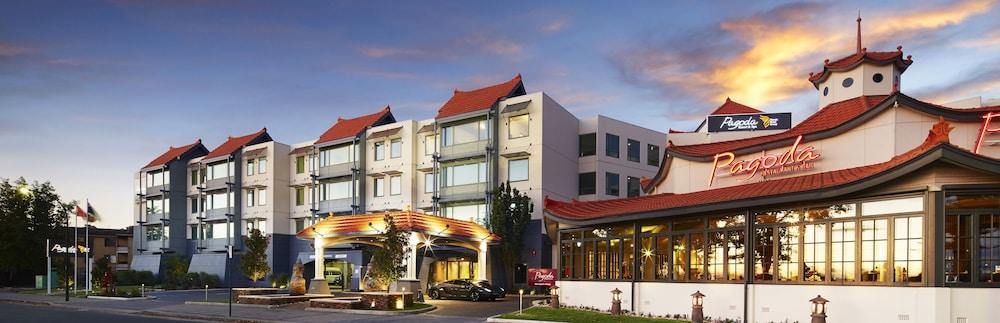 파고다 리조트 & 스파(Pagoda Resort & Spa) Hotel Image 47 - Hotel Front - Evening/Night