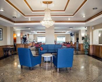 Lobby at Comfort Inn International Dr. in Orlando