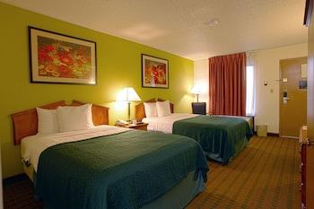 Guestroom at Quality Inn at Arlington Highlands in Arlington