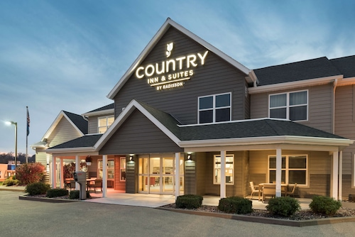 . Country Inn & Suites by Radisson, Platteville, WI