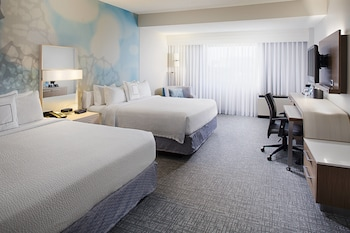 Guestroom at Courtyard by Marriott Dallas Addison/Quorum Drive in Addison