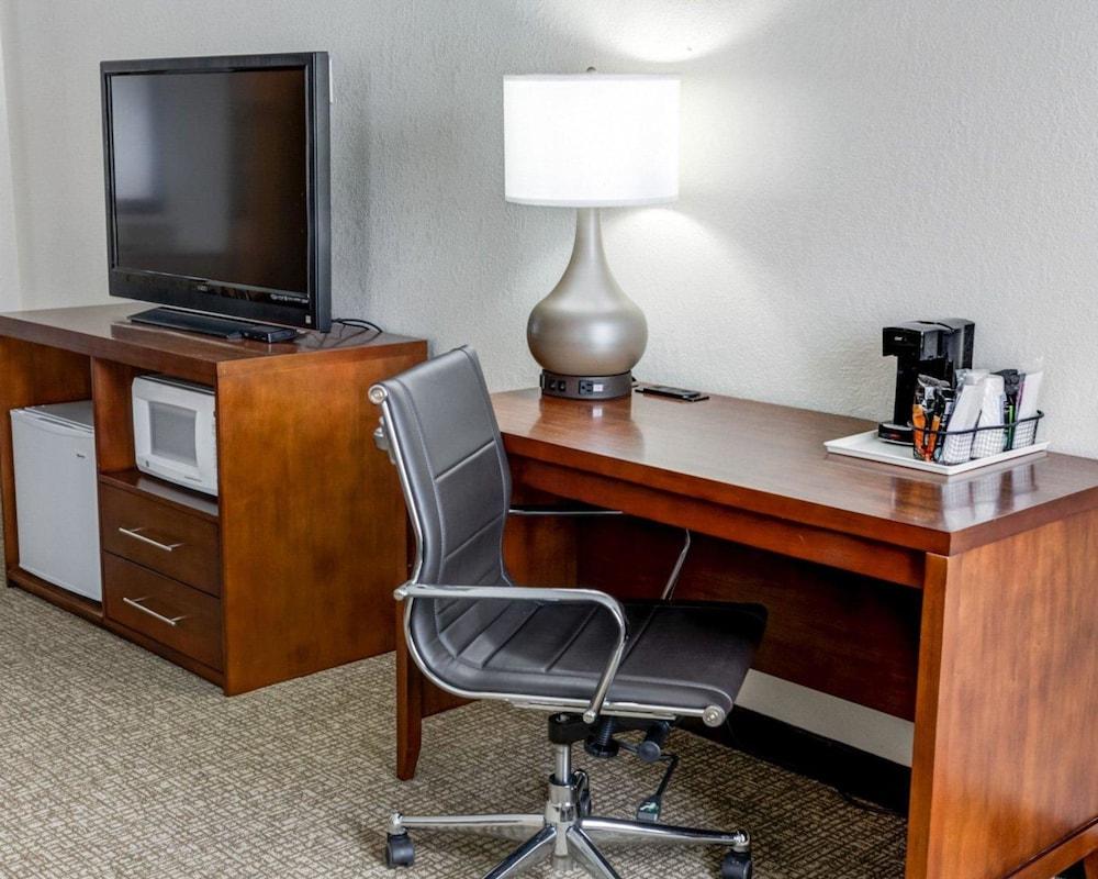 컴포트 인 커니 - 리버티(Comfort Inn Kearney - Liberty) Hotel Image 14 - Guestroom