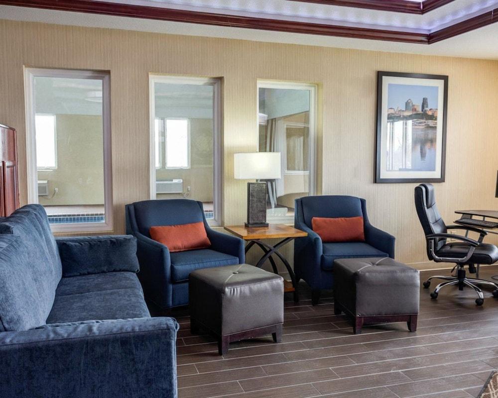 컴포트 인 커니 - 리버티(Comfort Inn Kearney - Liberty) Hotel Image 3 - Lobby