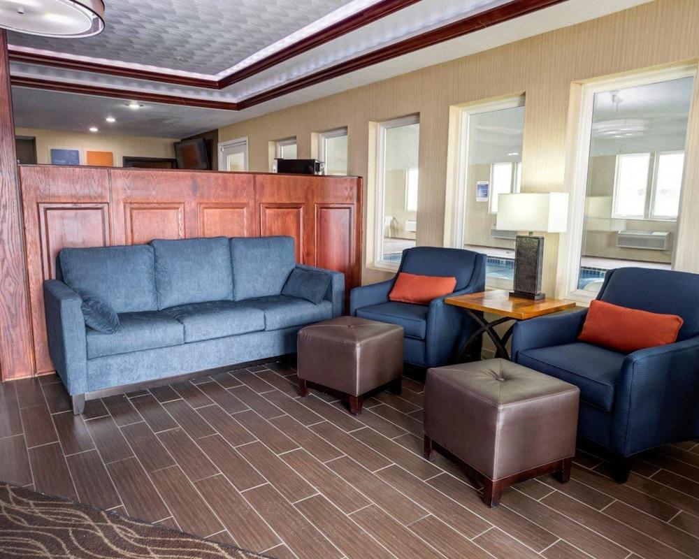 컴포트 인 커니 - 리버티(Comfort Inn Kearney - Liberty) Hotel Image 1 - Lobby
