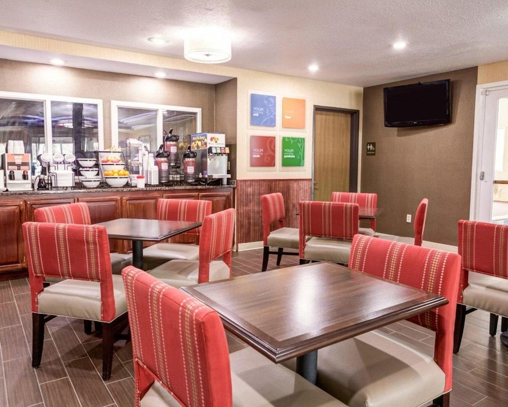 컴포트 인 커니 - 리버티(Comfort Inn Kearney - Liberty) Hotel Image 23 - Breakfast Area