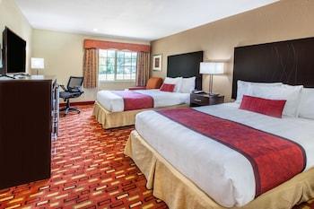 Guestroom at Days Inn by Wyndham Arlington in Arlington