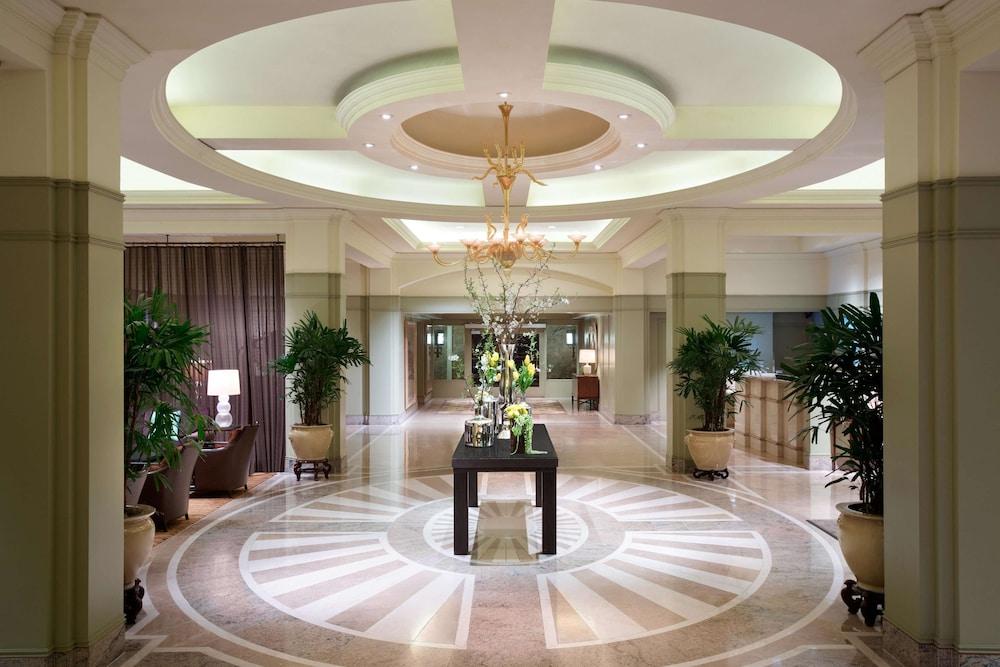 https://i.travelapi.com/hotels/1000000/430000/423500/423484/04ec2562_z.jpg