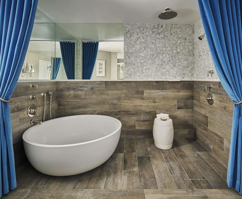 https://i.travelapi.com/hotels/1000000/430000/423500/423484/61a9a9c3_z.jpg