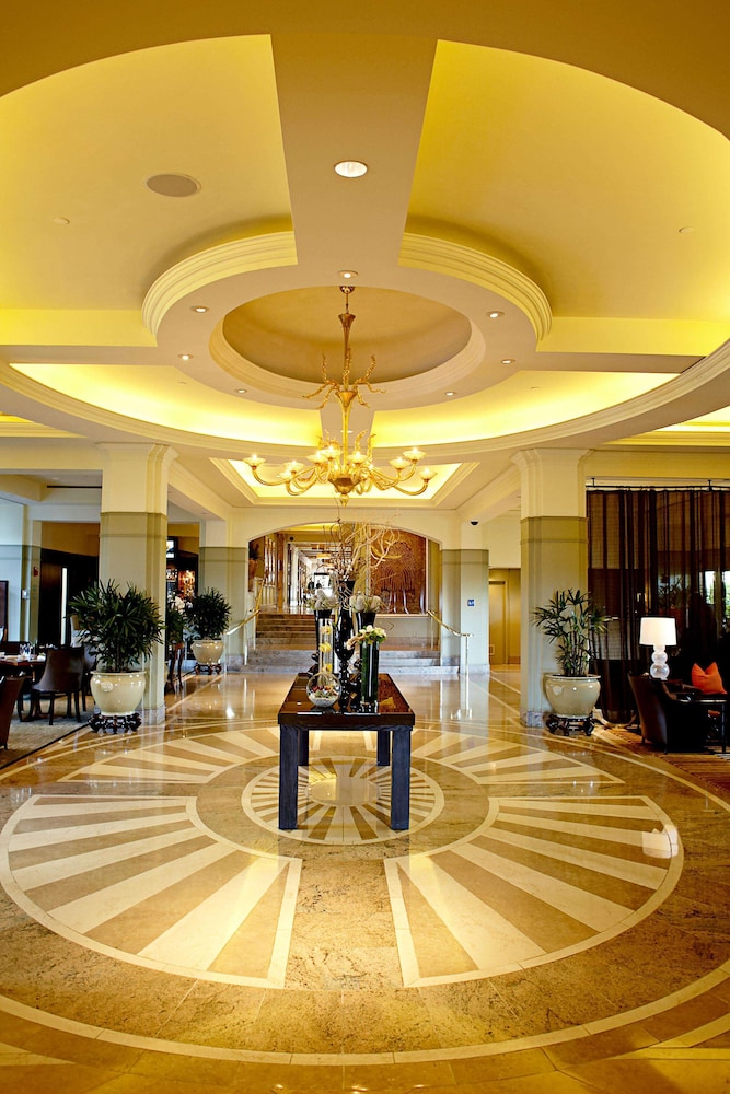 https://i.travelapi.com/hotels/1000000/430000/423500/423484/80a755aa_z.jpg