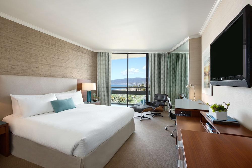 https://i.travelapi.com/hotels/1000000/430000/423500/423484/a0124bb6_z.jpg