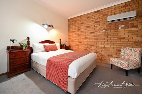 . Narrandera Club Motor Inn