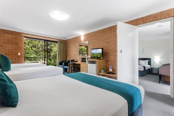 Guestroom at Airport Admiralty Motel in Hamilton