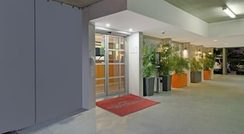 Lobby at Quality Inn Airport Heritage in Hamilton