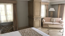 Grand Deluxe King Size Bed