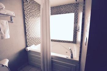 Executive Room, 1 King Bed, Non Smoking, Bathtub