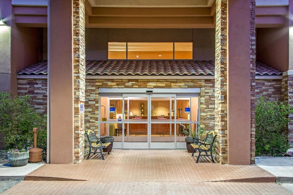 컴포트 인 & 스위트(Comfort Inn And Suites) Hotel Image 33 - Exterior