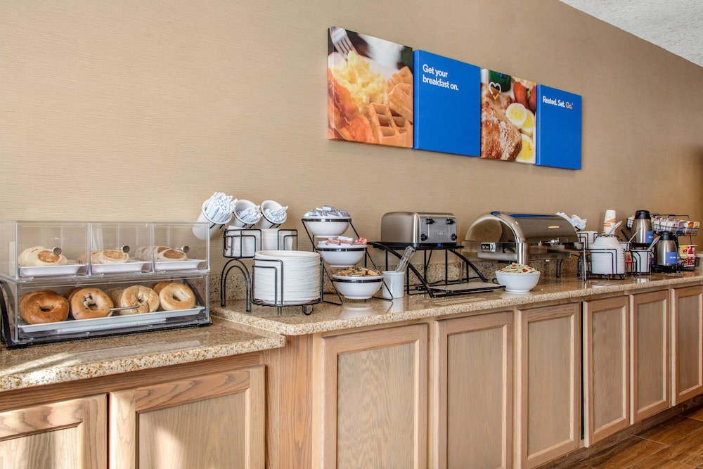 컴포트 인 & 스위트(Comfort Inn And Suites) Hotel Image 29 - Breakfast Area