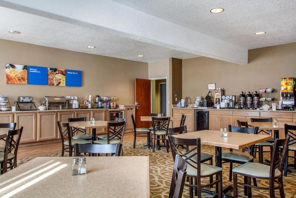 컴포트 인 & 스위트(Comfort Inn And Suites) Hotel Image 30 - Breakfast Area