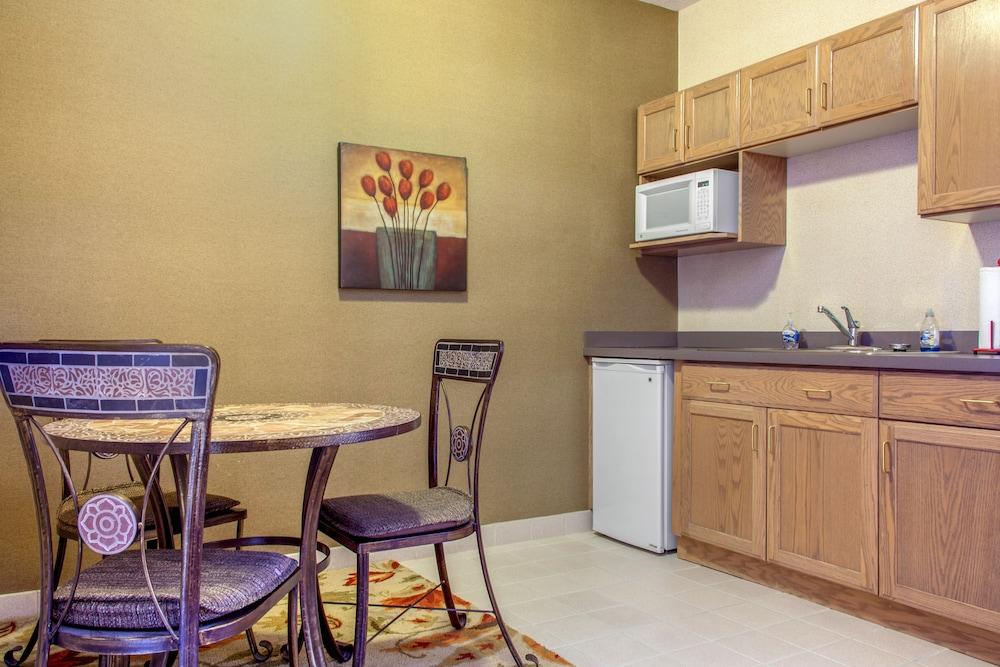 컴포트 인 & 스위트(Comfort Inn And Suites) Hotel Image 21 - Guestroom