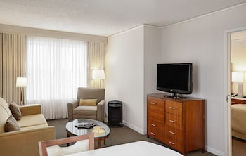 Suite, 1 King Bed, Accessible (Mobility, Roll-In Shower)