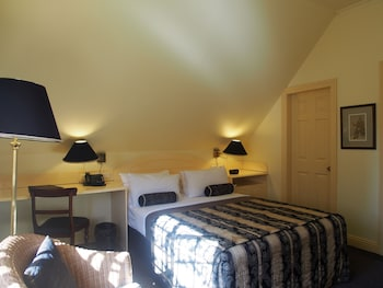 Cosy Queen Room (located on the 2nd floor. No lift access)